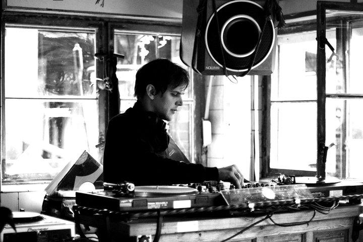 Toby Deschamps ( Salon Records, Deep Data )  -sur la Spree!