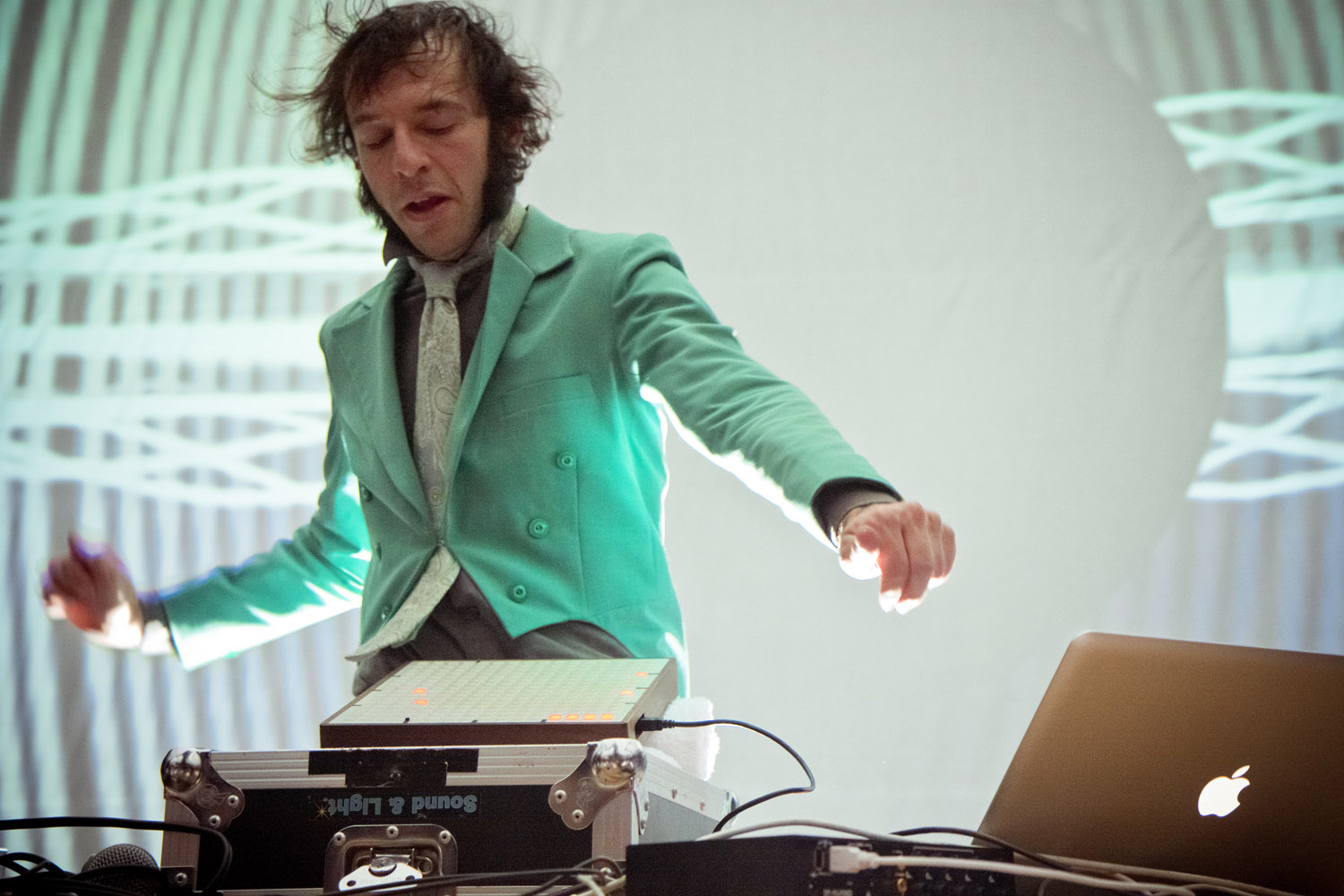 Daedelus goes against the clock