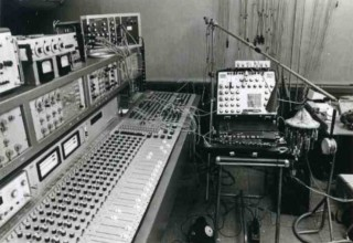 1974_console_synth_tiseur_proto_du_GRM_synth_Moog_